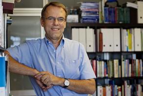 Dr. Oriol Amat i Salas