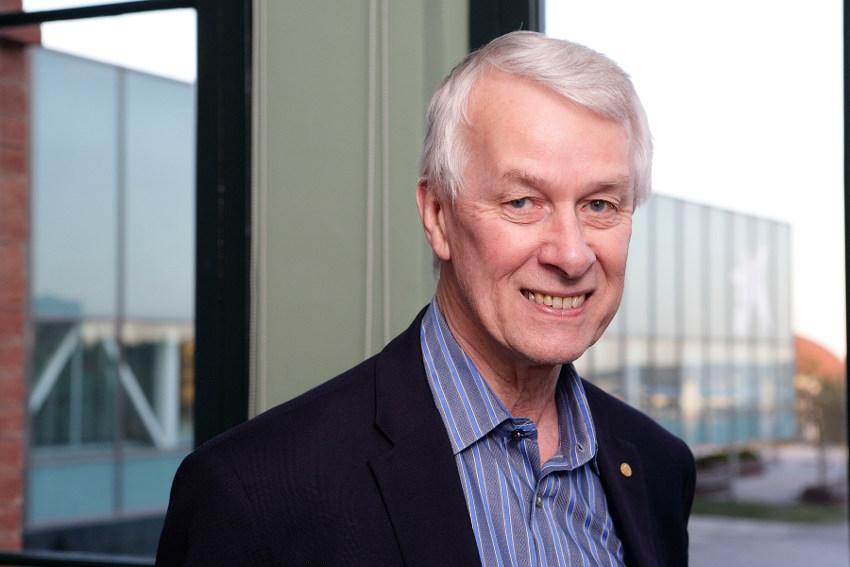 Conferencia del Premio Nobel Richard Roberts sobre cultivos transgénicos