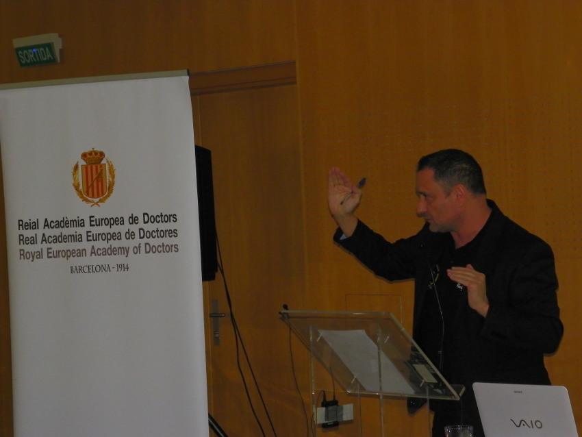 Conferencia de Enrique Tomás en Vichy Catalán