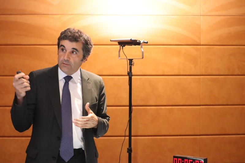 El Dr. Jordi Martí en su ponencia en el IV acto internacional de la RAED