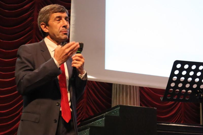 """El Dr. Josep Alet en su ponencia """"Marketing cuántico"""""""