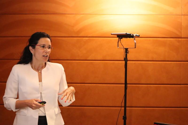 Dra. Cecilia Kindelan en su ponencia en el IV acto internacional de la RAED