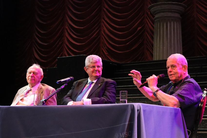 Dialogo cientifico entre Jerome Isaac Friedman, Aaron Ciechanover y José Ramón Calvo.