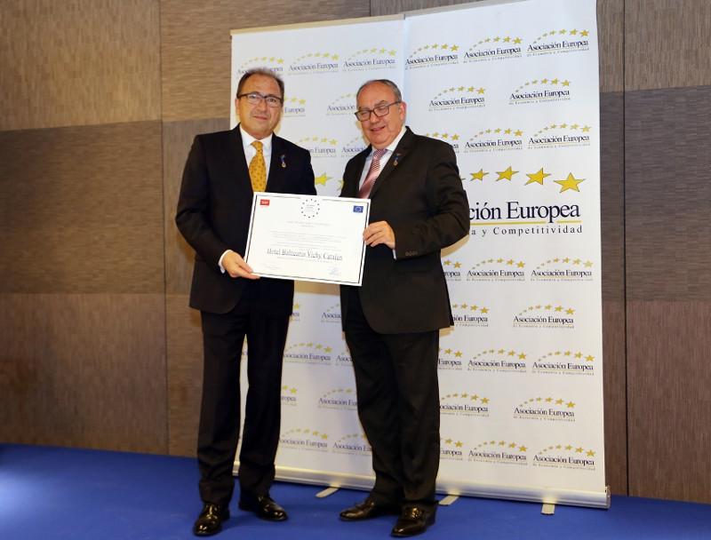 Diego Pedra, Director del Balneari Vichy Català, recull medalla i diploma