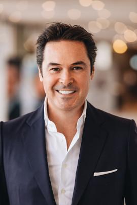 Dr. Luis Carrière
