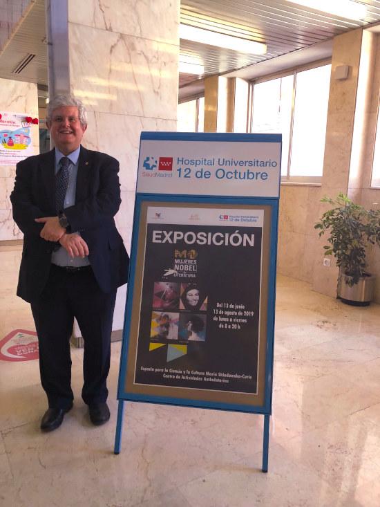 """José Ramón Calvo en la exposición """"Mujeres galardonadas con el Nobel de Literatura"""""""