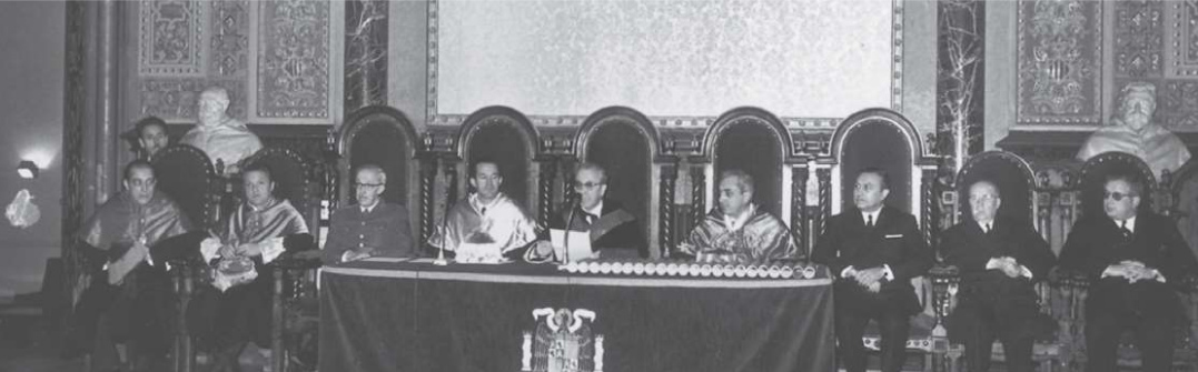 Mesa presidencial de la apertura del curso académico 1967-1968 celebrada en el parainfo de la Universidad de Barcelona.