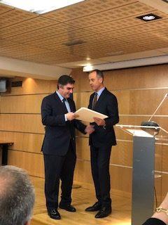 Entrega del premio, Javier García de Enterría a Santiago Ripol
