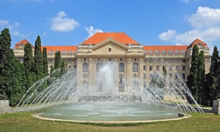 La Reial Acadèmia signa sengles convenis amb les universitats de Széchenyi i Debrecen